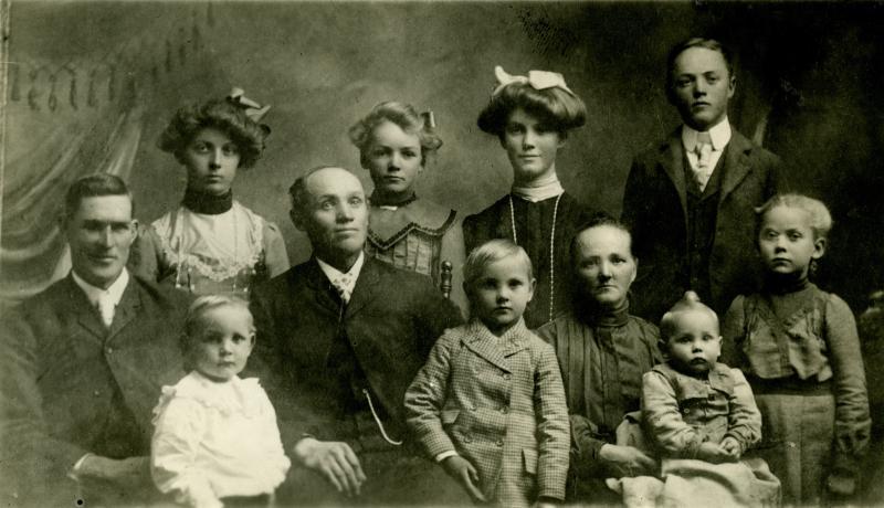 Hans Peter Miller family (1903)