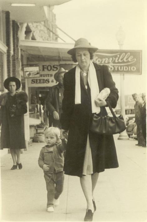 Hettie Adeina Morgan_Kenneth Gage Jones Downtown Ardmore, Oklahoma about 1942