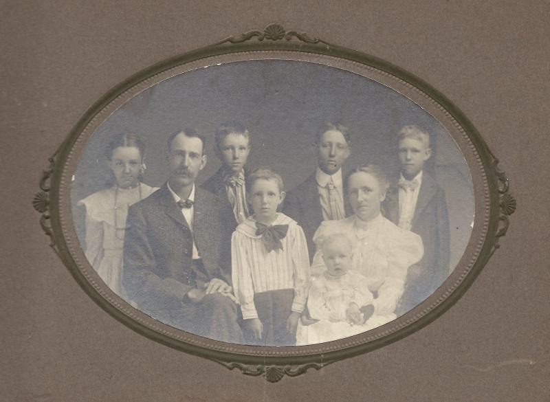 William Hamilton Ballard Family abt 1905 (sons are tagged by estimating age in photo)