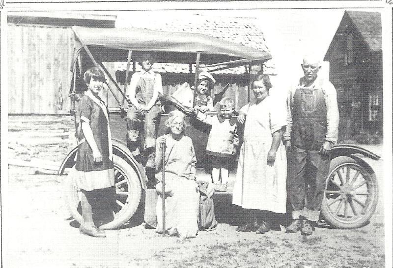 The Lemuel Edward and Elizabeth Reagan family (about 1927)